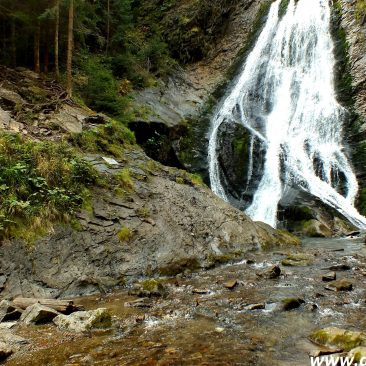 One day hike in Vlădeasa Massif: Bride Veil waterfall and the White Rocks