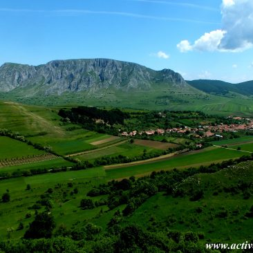 One day hike on Ariesului River valley and  Coltesti Fortress